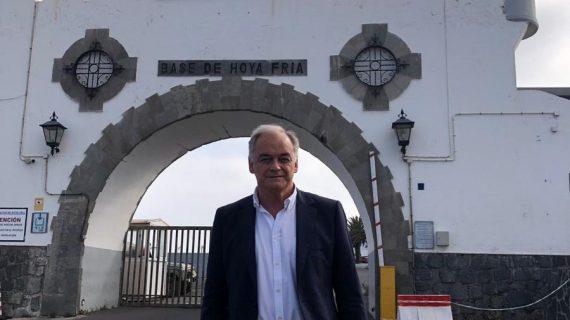 """González Pons recuerda sus años mozos con una visita a Hoya Fría, donde sirvió """"a la Patria"""""""