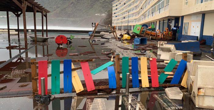 El nuevo parque infantil de las piscinas de Bajamar se podrá desmontar en los temporales