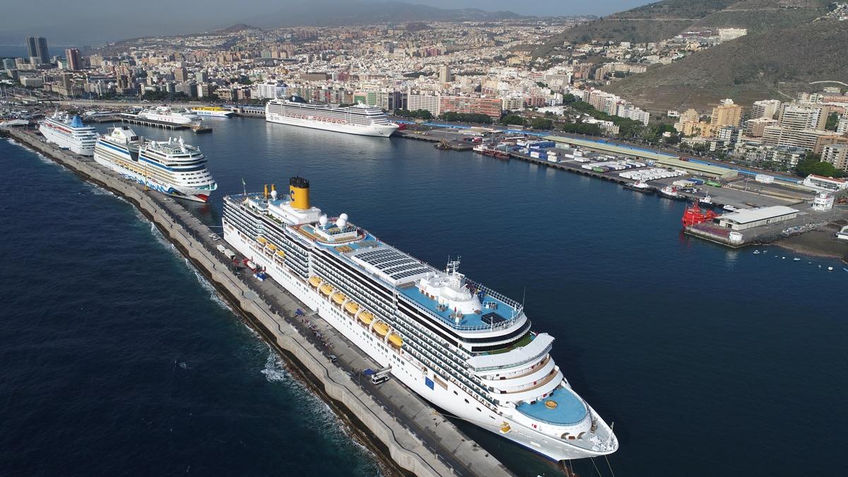 Imagen de varios cruceros en el Puerto de Tenerife. DA
