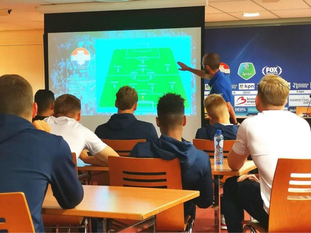 El tinerfeño, junto a jugadores de la base del Willem II DA