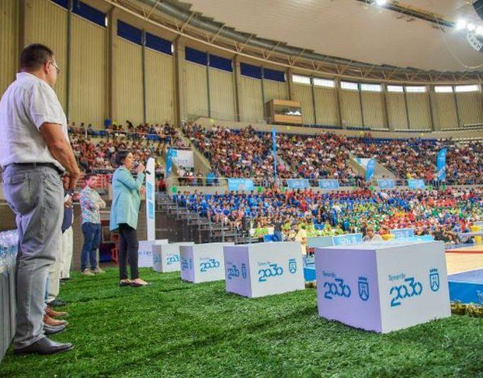 Los futbolistas más pequeños cierran el curso a lo grande con sus trofeos