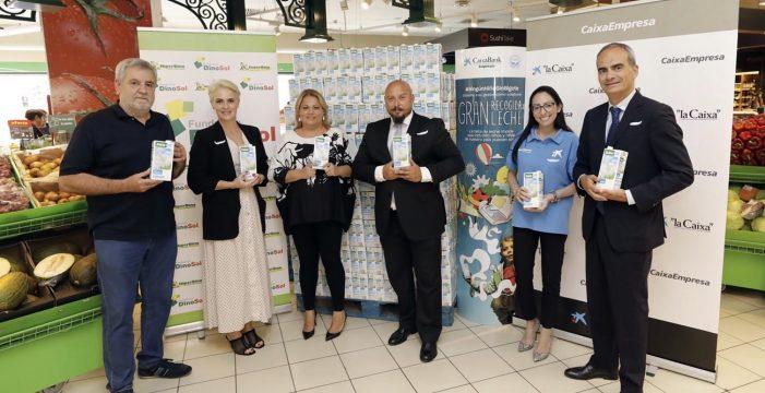 La Fundación DinoSol apoya un año más la campaña 'Ningún niño sin bigote' y entrega 1.000 litros de leche a la Obra Social La Caixa