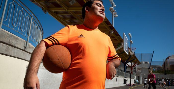 Carlos, el espíritu del Club de la Piruleta, primer club inclusivo de basket de Canarias