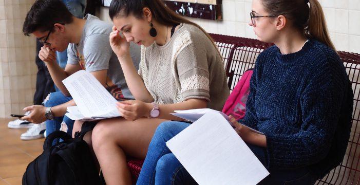 Los centros se toman con calma citar a los alumnos de forma presencial