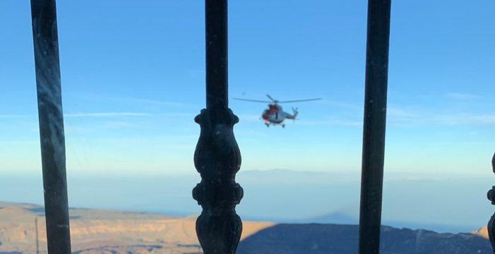 Así ha sido el rescate en helicóptero de una mujer en el Teide