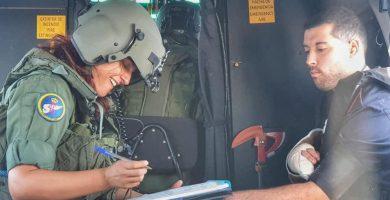 Así ha sido el rescate en helicóptero de un marinero herido a 50 millas de La Palma