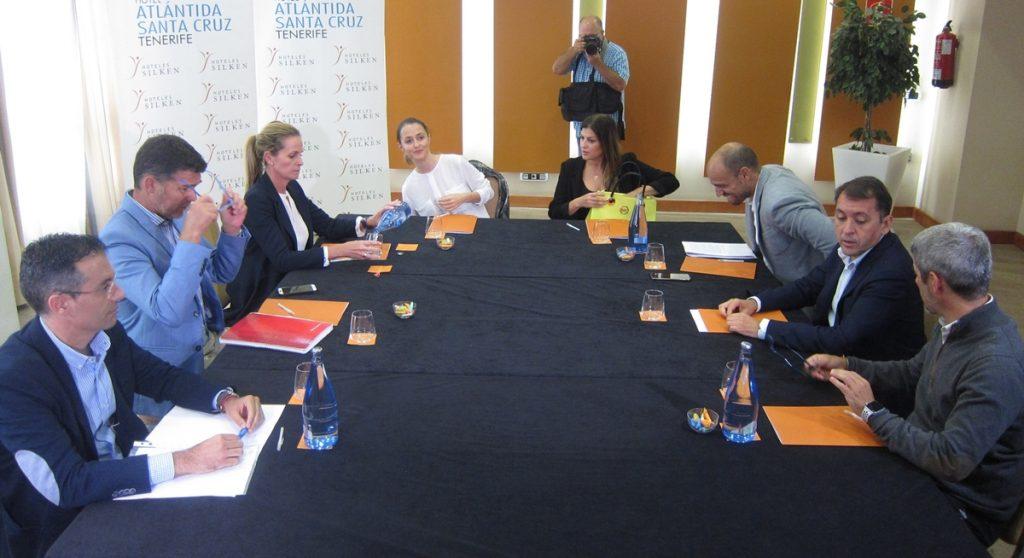PP; Cs y CC se reunieron hoy para abordar los posibles acuerdos en el Ayuntamiento de Santa Cruz| EP