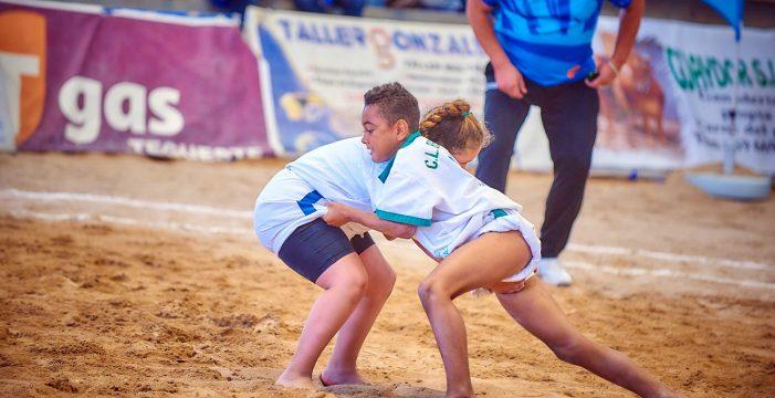 El IV Campeonato de Lucha Canaria Virgen del Carmen reunirá a casi 300 luchadores de base