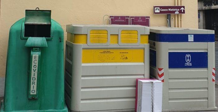 Colocan los contenedores de basura frente al emblemático mosaico de Nitrato de Chile