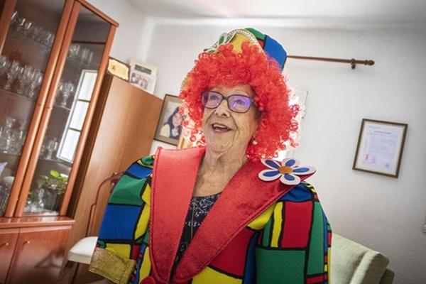 Doña Lola espera gozar de buena salud durante muchos años para poder seguir disfrutando de la murga y de los Carnavales. Mario González