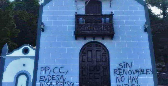 Nuevas pintadas contra el cambio climático en la iglesia de la Virgen del Pino