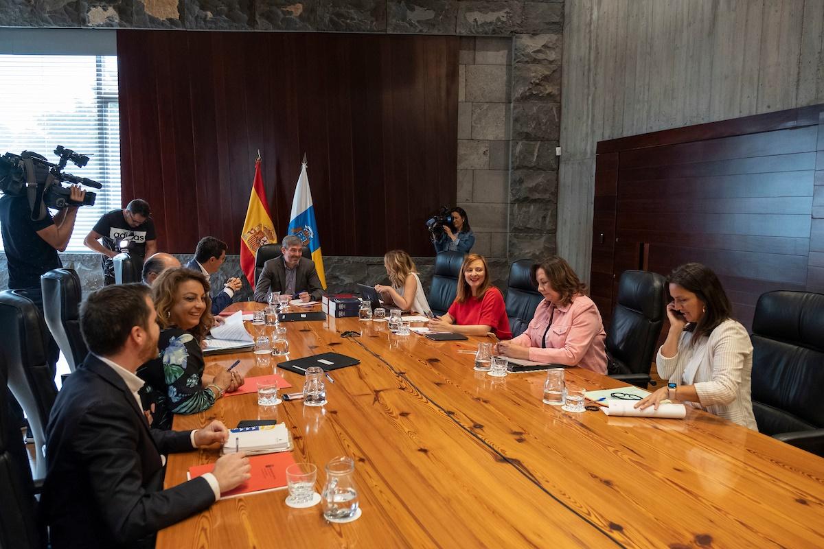 Reunión del Consejo de Gobierno de Canarias, ayer en Santa Cruz de Tenerife. DA