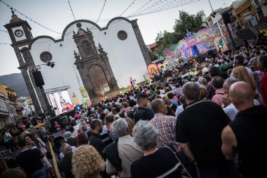 Fiesta del Arte en la plaza de San Pedro, que este año no tendrá mantenedor o mantenedora. / DA