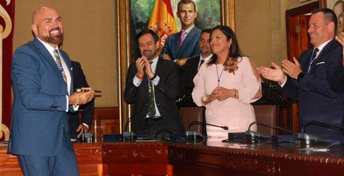 Marco González (PSOE) es investido como nuevo alcalde del Puerto de la Cruz
