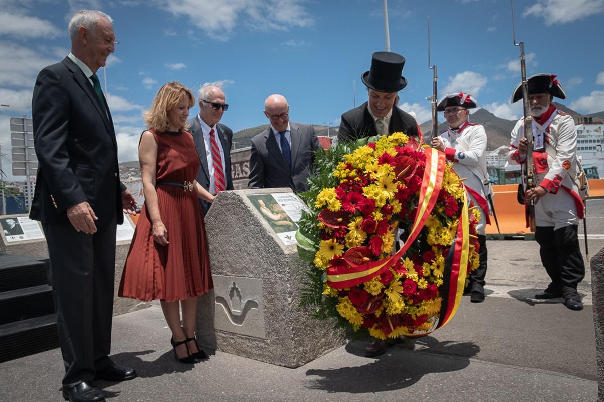 La Autoridad Portuaria celebró ayer el 220 aniversario de la visita de Humboldt a la Isla con un acto en el puerto tinerfeño que incluyó salvas en honor del ilustre naturalista. Fran Pallero