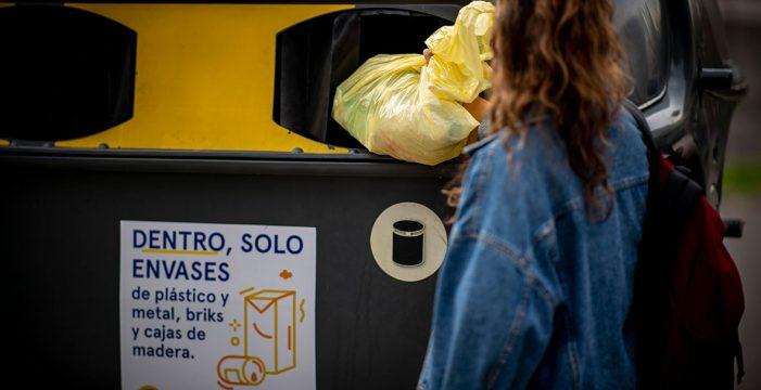 Los canarios confían en el reciclaje para cuidar de su entorno