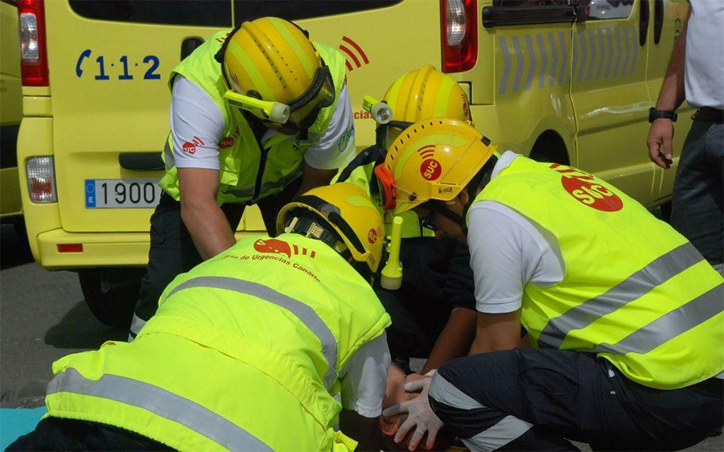 Resultado de imagen de Dos heridos de diversa consideración tras colisionar un turismo contra un muro en La Laguna