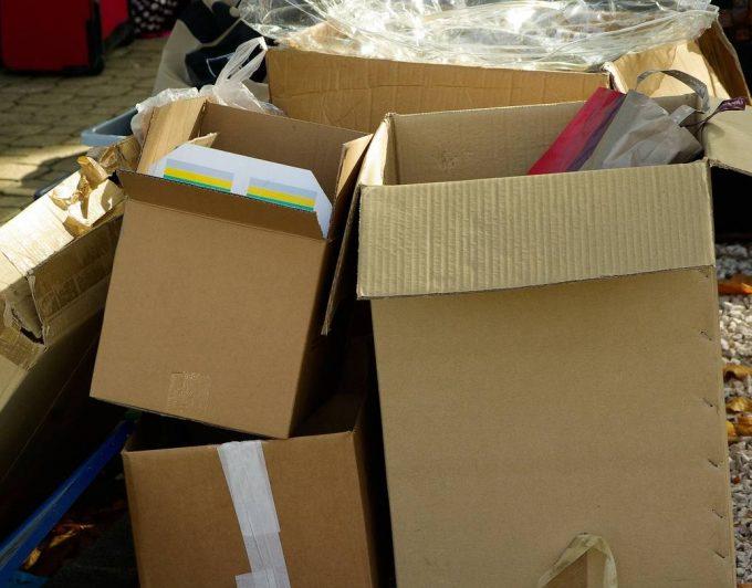 Detenido militar venezolano con varias cajas con juguetes íntimos