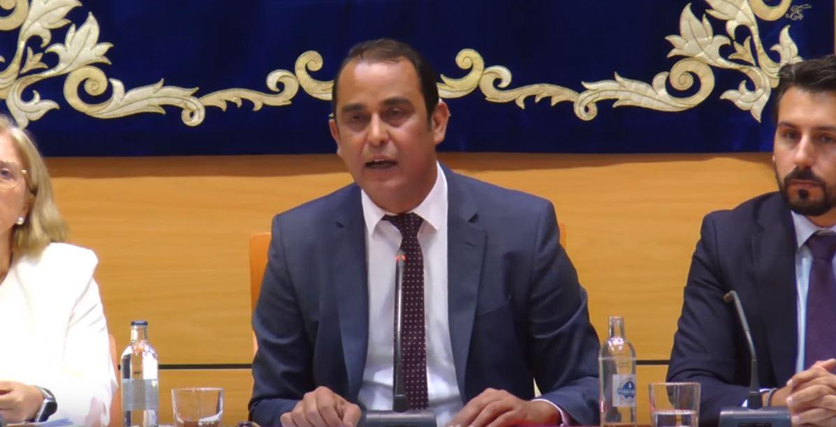 Blas Acosta se convirtió ayer en el primer presidente socialista del Cabildo majorero. DA