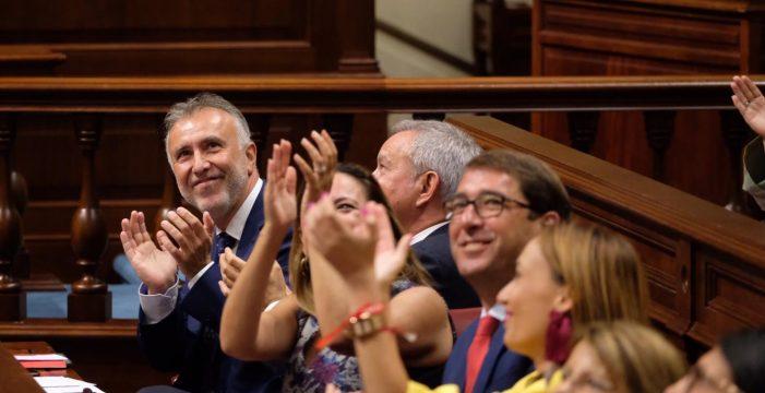 El gesto durante la investidura de Torres que emociona a toda Canarias