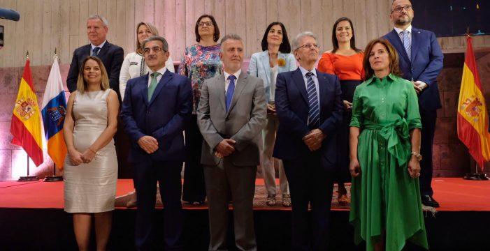 Los consejeros del Gobieno de Canarias toman posesión de sus cargos