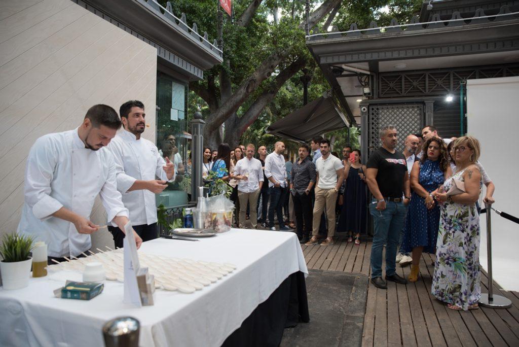 La terraza IQOS abrió sus puertas este viernes en la plaza de El Príncipe en Santa Cruz de Tenerife