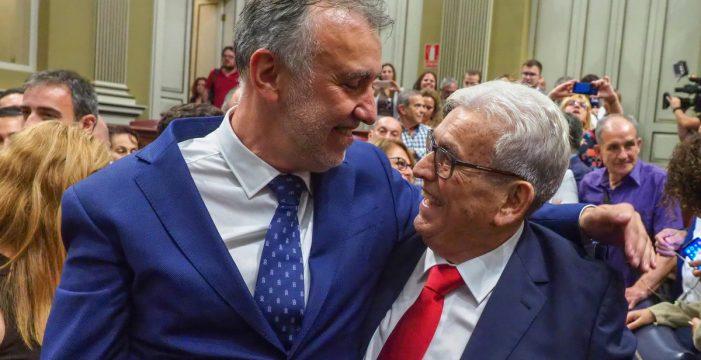 Ángel Víctor Torres, un filólogo con amplia experiencia en la política municipal