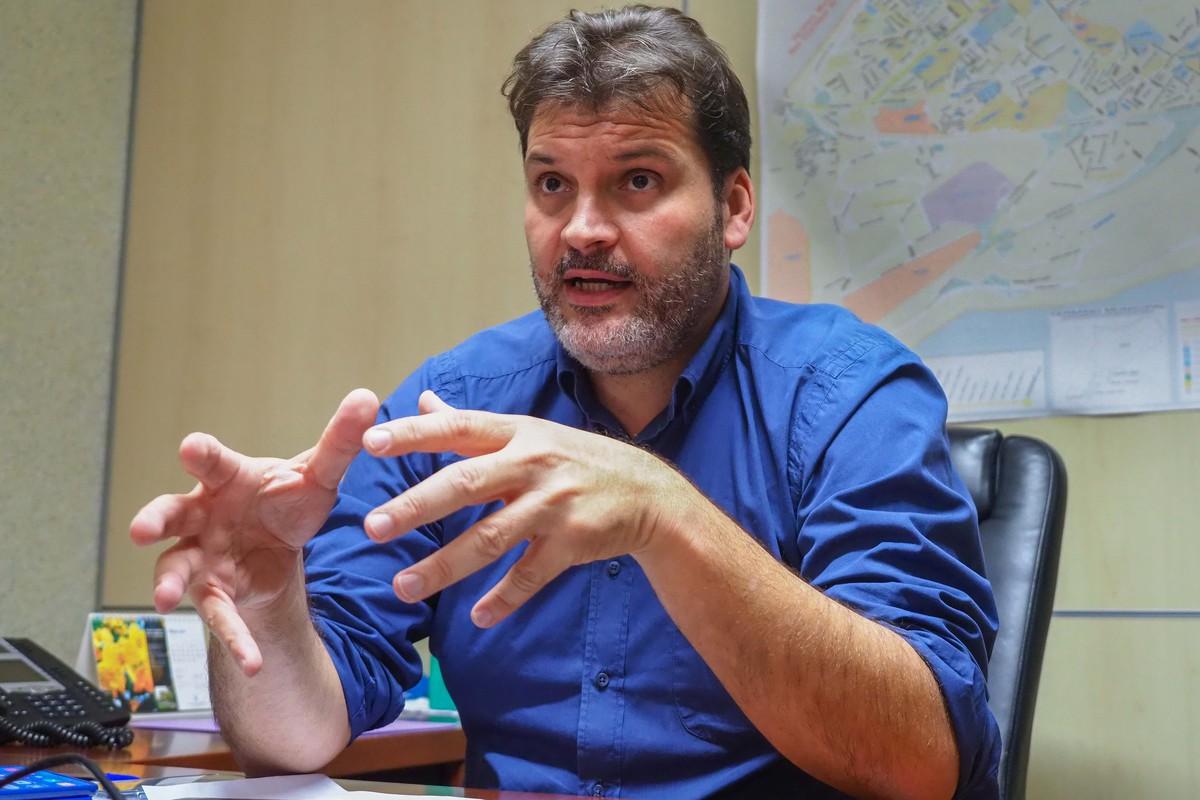 El concejal de Servicios Públicos, José Ángel Martín, ayer, durante la Comisión de Control. DA