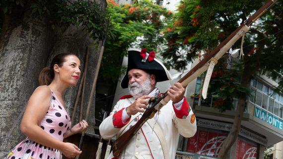 Una alcaldesa de armas tomar: la 'generala' Patricia Hernández apunta y dispara