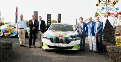 Ocho réplicas del BMW que César Manrique pintó en 1990 se incorporan a la flota de alquiler de Cicar