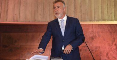Torres (PSOE) toma posesión arropado por los colectivos sociales