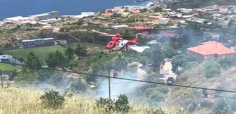 Los bomberos sofocan un conato de incendio en La Palma. | DA