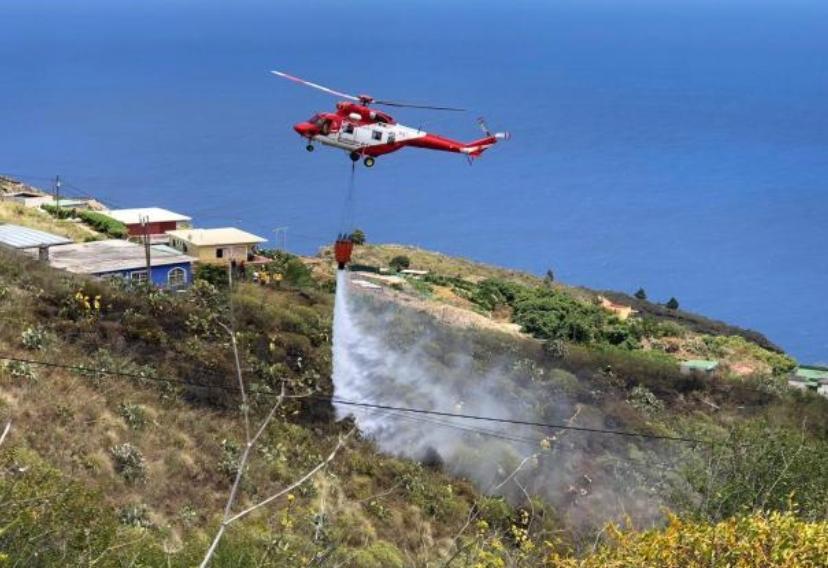 Los bomberos sofocan un conato de incendio en La Palma