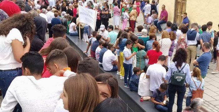 Barlovento se 'levanta' contra el obispo en defensa del 'cura del pueblo'