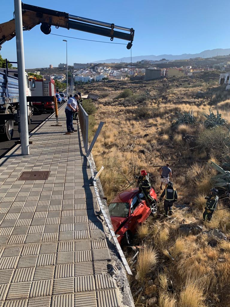 Accidente de tráfico en la C/ Punta de Anaga. Foto de la Policía Local de S/C