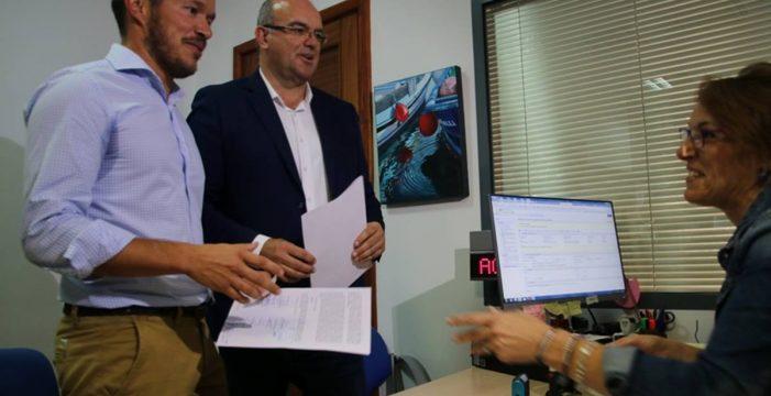 Zapata y Pestana presentan la moción de censura que sacará de la presidencia a CC