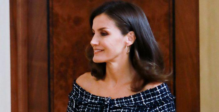 La reina Letizia apuesta por las rebajas de Zara antes de las vacaciones