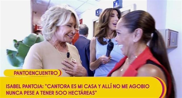 ¡Momento histórico! Isabel Pantoja y Mila Ximénez se funden en un abrazo