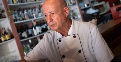Pepe Herrera cierra después de cuatro décadas el popular Restaurante Los Troncos
