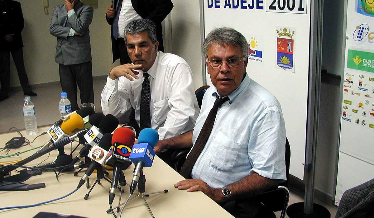 JOSÉ MIGUEL RODRÍGUEZ FRAGA Y FELIPE GONZÁLEZ UVA 2001