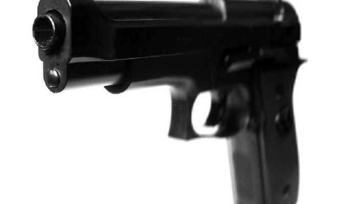 Detenido en la capital tinerfeña por amenazas con una pistola, que era simulada