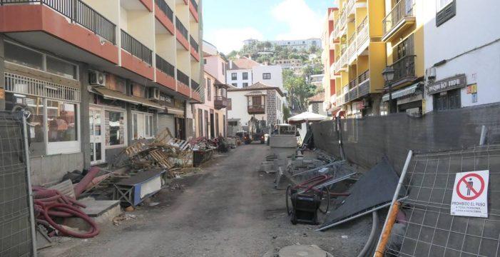 El retraso de las obras en el centro del Puerto de la Cruz arruina a los empresarios