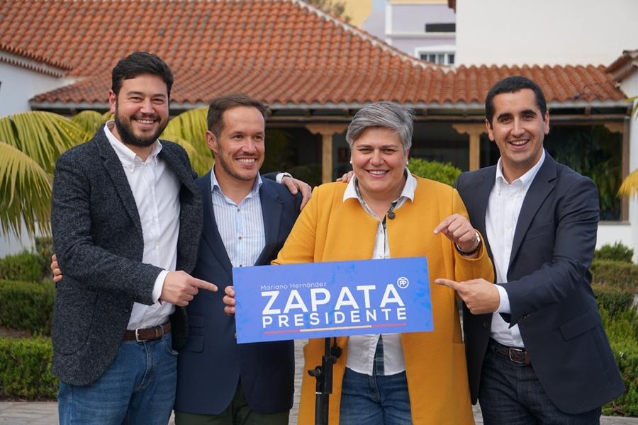 El PP de La Palma apoya sin reservas la moción de censura que hará a presidente del Cabildo a Mariano Hernández Zapata, en la imagen, junto a otros represantes de los populares palmeros durante la campaña. DA