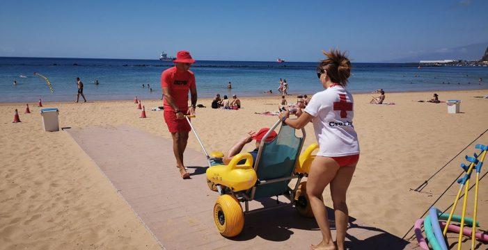 La 'familia' que ayuda a vivir la playa sin barreras