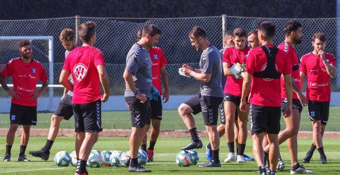 Miérez y Mazán, fuera de la lista para el debut del Tenerife