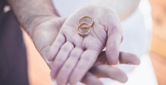Drama familiar: tiene un hijo con su suegra nueve meses después de casarse