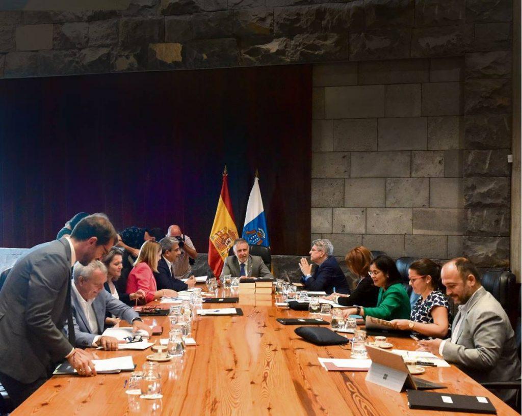 El presidente del Ejecutivo regional, Ángel Víctor Torres, durante el Consejo de Gobierno de ayer celebrado en la capital tinerfeña. DA