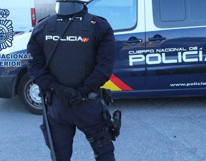 """""""Te vamos a matar si llamas a la policía""""; detenidos dos hombres por amenazar a una cajera en La Laguna"""