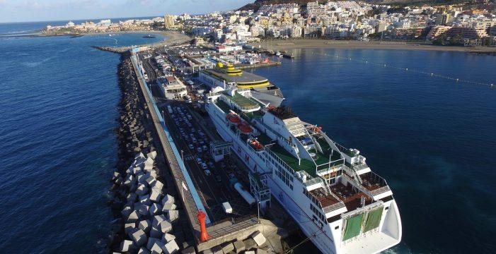 Los Cristianos 'despacha' casi 40.000 pasajeros y 11.000 coches