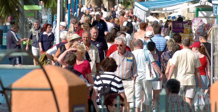 Canarias sortea 30 vacaciones en las islas entre los sanitarios peninsulares